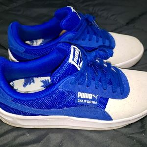Puma size 9 sneakers